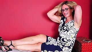 Naughty American Housewife Seductive Hurtful Selfies - MatureNL