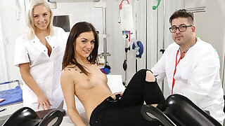 Dr. Lust – Filthy Fingers In Young Wholes - Hitzefrei